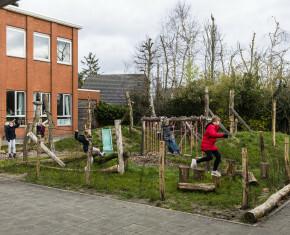 groene speelplaats op Zilverbergschool - (c) Maarten Devoldere